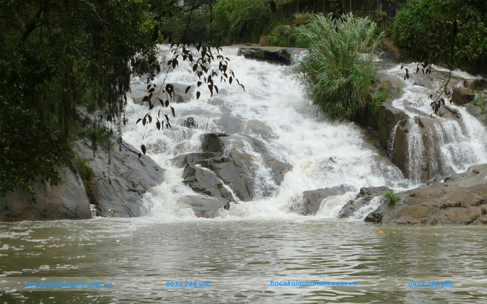 Nước không thể thiếu trong tường thác nước