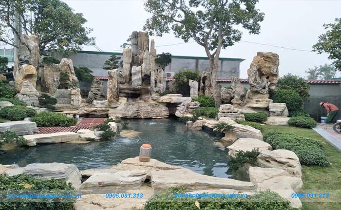 Hòn non bộ sân vườn kết hợp hồ cá koi