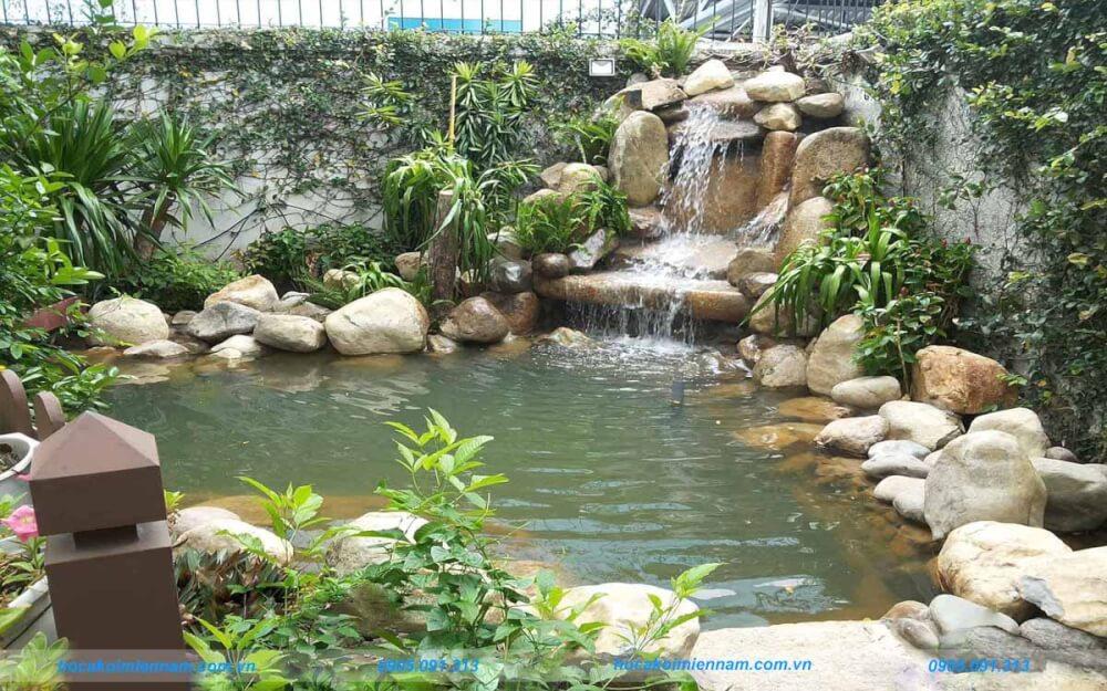 Hồ cá koi uốn cong