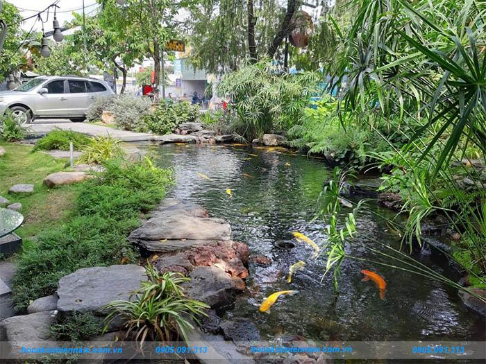 Hồ cá koi sân vườn quán cafe