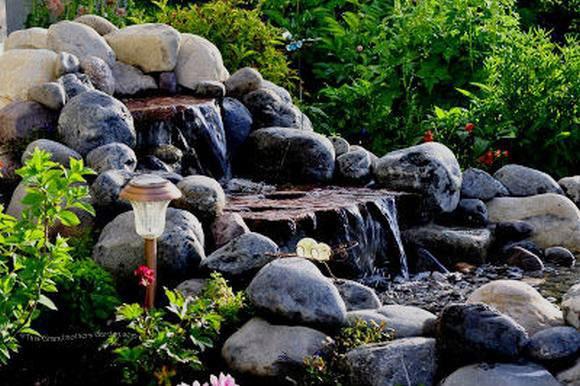 Tiểu cảnh thác nước hòn non bộ ghề đá - Hình 1