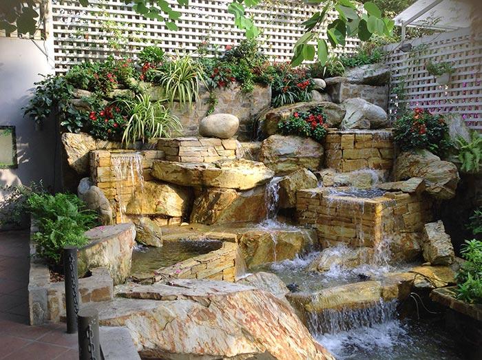 Tiểu cảnh thác nước hòn non bộ ghề đá - Hình 6